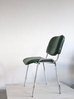 посетителски офис столове в кожа или дамаска